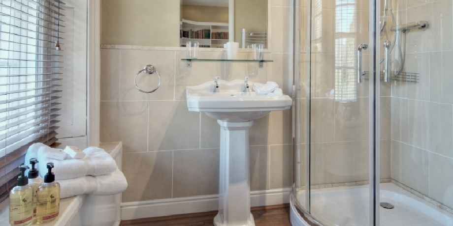 Cheviot Suiote bathroom at Chatton Park Bed and Breakfast Alnwick
